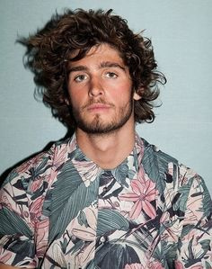 Alex Libby www.creativeboysc - Crazy Shirt - Ideas of Crazy Shirt - Alex Libby www. Hair And Beard Styles, Curly Hair Styles, Alex Libby, Look 2015, Facial Hair, Male Beauty, Haircuts For Men, Textured Hair, Stylish Men