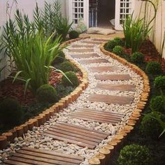 Creating your own garden stones is a new and fun way to beautify you garden and exercise your creative juices. Constructing your own garden stones will not only save you money, add more charm to the landscaping of the garden, Backyard Ideas For Small Yards, Backyard Patio Designs, Small Patio, Patio Ideas, Side Yard Landscaping, Home Landscaping, Small Garden Design, Garden Paths, Garden Beds