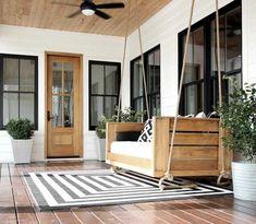 Plank and Pillow - Our Modern Farmhouse: Exterior - moderno Modern Farmhouse Exterior, Farmhouse Interior, Farmhouse Homes, Farmhouse Decor, Country Decor, Cottage Exterior, Farmhouse Ideas, Modern Porch, Farmhouse Style