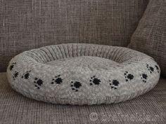 Patroon kattenmand breien Bean Bag Chair, Crochet Cats, Furniture, Home Decor, Halloween Projects, Dog Beds, Chain, Tricot, Craft Work