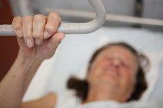 Neuer Krankenhausplan: Mehr Betten und Versorgung alter Patienten  Berlin (dpa/bb) - Berliner Krankenhäuser sollen wieder mehr Betten bekommen und sich verstärkt auf hochbetagte Patienten einstellen. Das sieht der neue Krankenhausplan für die Jahre 2016 bis 2020 vor, wie die Gesundheitsverwaltung ankündigte.