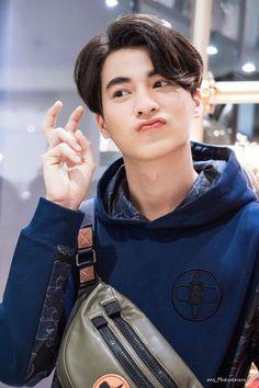 Cute Actors, Handsome Actors, Handsome Boys, Kdrama, Line Tv, Cute Gay Couples, Thai Drama, Thai Model, Cute Relationship Goals