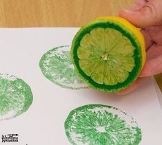 4 cool DIY stamp ideas that you can easily copy. - 4 cool DIY stamp ideas that you can easily copy. Also great for your next birthday party - Kids Crafts, Diy And Crafts, Arts And Crafts, Cool Crafts, Kids Diy, Preschool Crafts, Garden Crafts For Kids, Easy Diys For Kids, Garden Kids