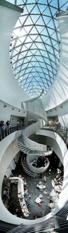 Dali Museum, dit is een prachtig museum. Hier zijn we in 1996 geweest