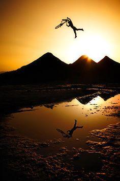 Toller Sonnenuntergangssprung mit dem Mountainbike....   (Eng) Nice sunset jump