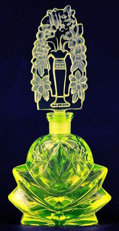 Uranium Lotus Perfume Bottle Signed Pesnicak Very Big Art Nouveau, Art Deco, Antique Perfume Bottles, Vintage Bottles, Antique Glassware, Beautiful Perfume, Bottles And Jars, Bottle Art, Glass Art