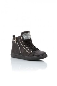 - Black Synthetic Leather - Side Zip Detail - Metallic Chain Mail Detail on Tongue - These trainers are great for casual wear whilst still being on trend  Black Synthetic Leather Side Zip Detail Metallic Chain Mail Detail on Tongue These trainers are great for casual wear whilst still being on trend team with some skinny jeans or patterned leggings and throw on a thin knit or zip up hoodie.