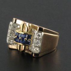 Référence : 15-096  Bague en or jaune, 18 carats, 750 millièmes, poinçon hibou et platine. Cette splendide bague ancienne tank est sertie sur son