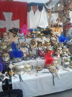 Máscaras venecianas ,  puesto de  feria medieval Betanzos.