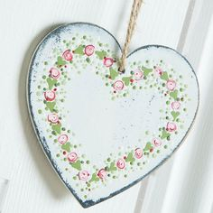 Beautiful #heart plaque embellished with #floral #design using the Folk It range. Shop the range now at C+C: http://www.createandcraft.tv/search/folk%20it?fh_location=//CreateAndCraft/en_GB/$s=folk%20it&gs=folk%20it #homedecor