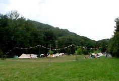 Camping Fans (echte familie camping met 1 gite!) mooi plekje, hangmatten bij riviertje, fikkie stoken, vlakbij dorpje Belcastel, leuk filmpje, 1 xper week samen eten, eenvoudig, niet echt een plek waar je lekker kunt zitten met slecht weer)