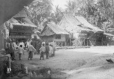 Pertunjukan tari di sebuah desa di Sigata, Nias, 1914 Dutch East Indies, Medan, Old Pictures, Outdoor, Art, Outdoors, Art Background, Antique Photos, Kunst