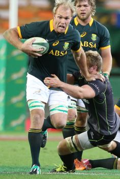 Wasn't it great seeing Schalk Burger back in Green & Gold. And all the more special at DHL Newlands! Springbok Rugby Players, Australia Rugby, South African Rugby, Rugby Men, Smocking Patterns, Rugby League, Cycling Shorts, My Childhood Memories, African History