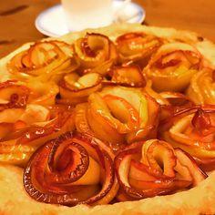 なにやら流行りのバラのアップルパイ あのさぜーんぜん簡単だよぉズボラなあたしでもパパッとできちゃったぁてウソだろ全然ムリ リンゴが良かったから美味しかったけどもうやることはないでしょうつかれた  #homemade  #homemadefood #pie #apple #applepie #rose #teatime #sweets #food #foods #foodstagram #foodie #foodpics #foodphotography #foodpic #おやつ #リンゴ #バラのアップルパイ #パイ #アップルパイ #bouquet #花束 #flowers #richardginori #yum #yummy #つかれた