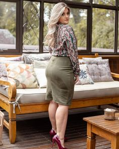 Este posibil ca imaginea să conţină: 1 persoană, interior Sexy Legs And Heels, Sexy Feet, Hot High Heels, Curvy Women Fashion, Plus Size Fashion, Myanmar Women, Belle Silhouette, Beautiful Legs, Mode Style