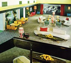 The main lounge of the Brentwood Country Club in Los Angeles (1958)