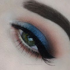 Close up from tonights look || warm navy smokey eye @makeuprevolution Fortune favours the brave palette using shades : Transformer || Midnight Rainbow || New World and Caffeine Fix Along with the @makeuprevolution New-trals vs Neutrals palette shades : Tone and Trend for the crease and lower lash line Wing @makeuprevolution double flick liquid Lashes @redcherrylashes #217 ✨
