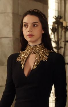 "Adelaide Kane (as Mary Stuart in ""Reign"") Elegant Dresses, Pretty Dresses, Beautiful Dresses, Reign Dresses, Reign Fashion, Mary Stuart, Neue Outfits, Medieval Dress, Fantasy Dress"