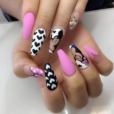 """""""How cute is this for Valentine's Day? @nailsbymztina hit the spot with this beautiful set!…"""""""