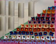 Releitura de obra de Tarsila Amaral com rolinhos de papel higiênico e caixa de…