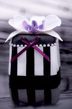 Black Orchid Mini Cakes