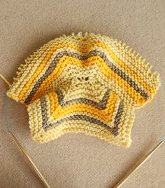 Whit's Knits: Elizabeth Zimmermann's Baby Booties - Knitting Crochet Sewing Crafts Patterns and Ideas! - the purl bee Knitting For Kids, Baby Knitting Patterns, Knitting Stitches, Knitting Socks, Baby Patterns, Free Knitting, Knitting Projects, Purl Bee, Knit Baby Dress