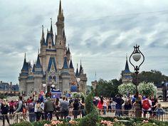 Neste post, você pode conferir 5 dicas para quem vai para Orlando pela primeira vez. Afinal, é preciso estar preparado para ir para a terra da magia. Orlando, Barcelona Cathedral, 1, Street View, Preparado, Building, Terra, Travel, Disney Trips