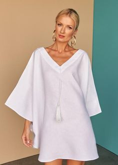 One style, two ways. This divine white linen pleated short kaftan gives you the option to wear as a dress or top. Fácil Blanco is proudly designed and tailored in Dubai from 100% Italian linen.