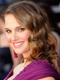 Shoulder-skimming layers, like Natalie Portman