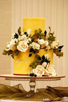 Most Beautiful Cakes Ever>> I'm in love with this yellow cake! Birthday Cake With Flowers, Wedding Cakes With Flowers, Beautiful Wedding Cakes, Gorgeous Cakes, Pretty Cakes, Cake Birthday, Flower Cakes, Wedding Cupcakes, Amazing Cakes