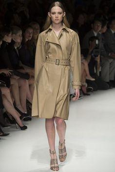 Salvatore Ferragamo Spring 2014 Ready-to-Wear Fashion Show Spring 2014, Summer 2014, Spring Summer, Khaki Coat, Summer Coats, Spring Fashion Trends, Fashion Show, Fashion Design, Top Coat