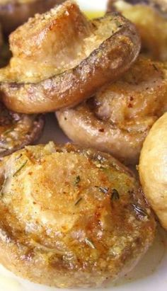 Roasted Mushrooms with Garlic & Thyme. This one looks to have parmesan but I could do without the cheese to keep it healthy. The post Roasted Mushrooms with Garlic & Thyme Cakescottage appeared first on Tasty Recipes. Veggie Recipes, Appetizer Recipes, Vegetarian Recipes, Cooking Recipes, Healthy Recipes, Thyme Recipes, Chicken Recipes, Dinner Recipes, Ark Recipes