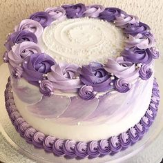 You Don't Have to Sacrifice Your Health To Enjoy Dessert Have you ever asked yourself do you re. Cake Decorating Frosting, Cake Decorating Designs, Easy Cake Decorating, Birthday Cake Decorating, Cake Decorating Techniques, Birthday Cake For Mom, Elegant Birthday Cakes, Pretty Birthday Cakes, Birthday Cakes For Women