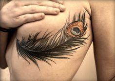 Découvrez 22 tatouages subtils qui longent la poitrine féminine...