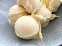 Post: Helado de piña facilísimo (dos ingredientes, sin heladera y sin batir una vez congelado) --> fruta congelada, helado casero, helado de coco, helado de fruta, helado de piña, helado de piña colada, helado fruta picada, piña colada, recetas delikatissen, softice, icecream, summer, pineapple icecream, coconut milk, dessert, delicious Sweet Recipes, Snack Recipes, Dessert Recipes, Snacks, Pineapple Coconut Ice Cream, I Companion, Sorbet Ice Cream, Cold Desserts, Homemade Ice