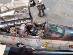 """F-14 Black Knights"" 1/32 TAMIYA F-14. By ""Doozy"" Yasu OKUGAWA. cockpit #scale_model #diorama"