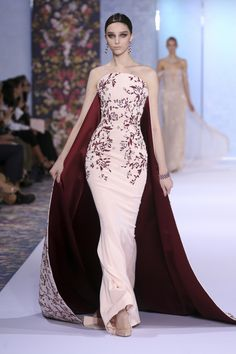 Catwalk photos and all the looks from Ralph & Russo Autumn/Winter Couture Paris Fashion Week Couture Week, Style Haute Couture, Haute Couture Gowns, Couture Details, Juicy Couture, Beautiful Gowns, Beautiful Outfits, Couture Dresses, Fashion Dresses