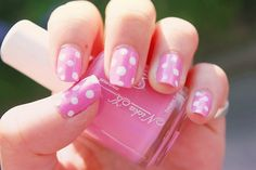 pretty polka dot nails!