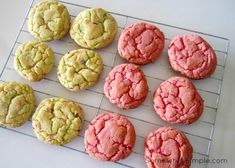 Have you ever made cookies from a box of cake mix? Cake mix cookies are soft and chewy and super delicious! Plus, they only require 3 ingredients, so making them is essentially a no-fuss, fantastic… (easy lemon cake 4 ingredients) Cake Box Cookies, Lemon Cake Mix Cookies, Cake Batter Cookies, Lemon Cake Mixes, Cookies Et Biscuits, Cookie Bars, Cupcakes, Cookie Dough, Funfetti Cookies
