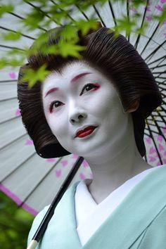 Oiran & Geisha | The gorgeous geiko Toshimana. (Source)