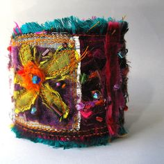 fabric cuff~i think i'll attempt to make something like this!