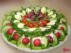 Fruit Platter Designs Presentation Parties Food 23 Ideas For 2019 Veggie Platters, Veggie Tray, Food Platters, Aperitivos Finger Food, Fruit Platter Designs, Food Carving, Food Garnishes, Garnishing, Snacks Für Party