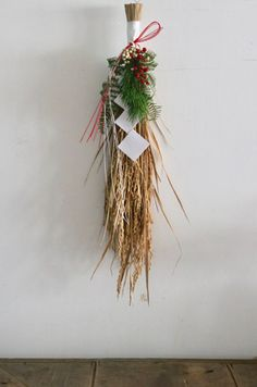 Straw Crafts, Diy And Crafts, Arts And Crafts, Japanese New Year, New Year Designs, New Years Decorations, New Year Celebration, Plant Hanger, Flower Arrangements