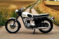 Triumph unknown :DM for credits or removal. Triumph Bonneville, Triumph Motorbikes, Triumph T120, Triumph Motorcycles, Vintage Air, Vintage Bikes, Vintage Motorcycles, Classic Road Bike, Classic Bikes