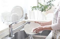 Tanie zmywanie - kilka trików, które skutecznie obniżą Twoje rachunki