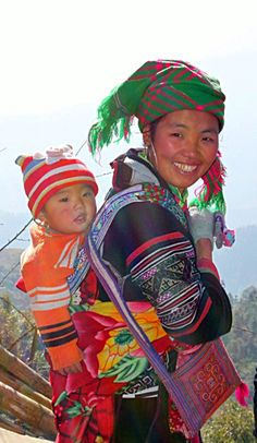 Black Hmong mother and child . Vietnam