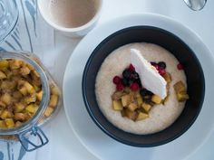 Porridge with panfried Apple+banana and aquafaba marenque