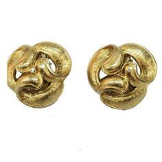 OSCAR DE LA RENTA Triple Swirl Matte Gold Tone Elegant Clip Back Earrings #OscardelaRenta #ModernistButtons