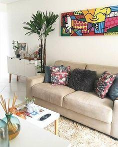 Meu canto preferido: 50 salas que fazem sucesso no Instagram | Minha Casa Living Pequeños, Living Room Decor, Sofa, Couch, Closet Designs, Interior Decorating, House Design, Building, Projects