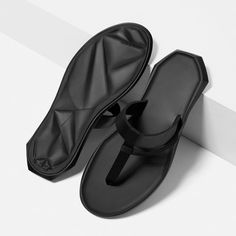 Discover the new ZARA collection online. Fashion Sandals, Sneakers Fashion, Cute Nike Outfits, Comfortable Mens Dress Shoes, Leather Slippers For Men, Sneakers Mode, Online Zara, Best Walking Shoes, Mens Boots Fashion